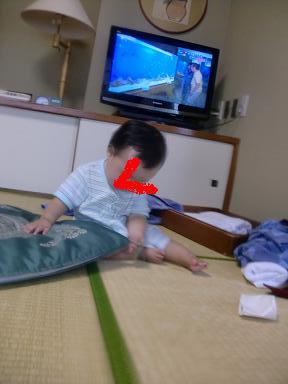 下田東急ホテルの和室を満喫する娘2