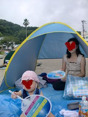 赤ちゃん連れの海水浴で大活躍の簡易テント
