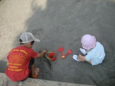息子と娘でお砂遊び